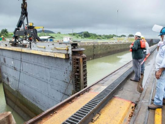 Canal de Panamá realiza mantenimiento a esclusas de Miraflores y Pedro Miguel