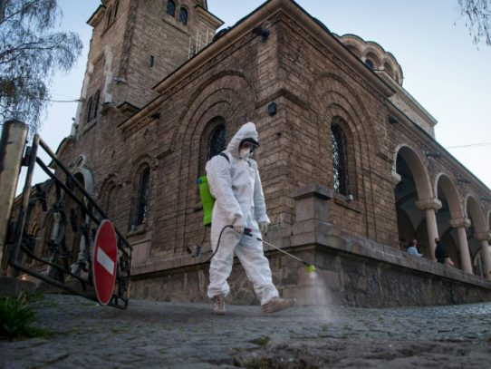 Una Pascua sin fieles por el coronavirus, que se sigue ensañando con EE.UU.