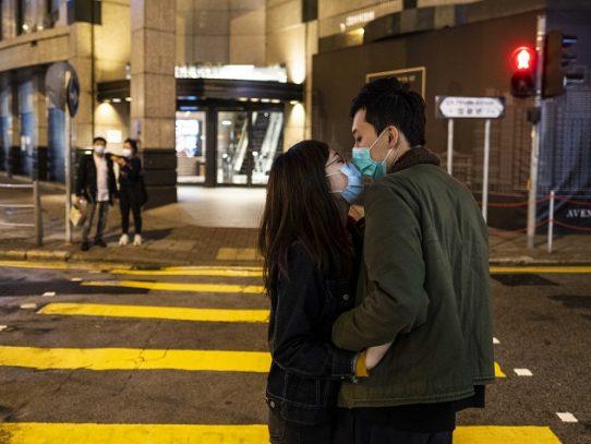 Con cubrebocas, sin besos y con 'un poco de perversión': las citas y el sexo durante la pandemia