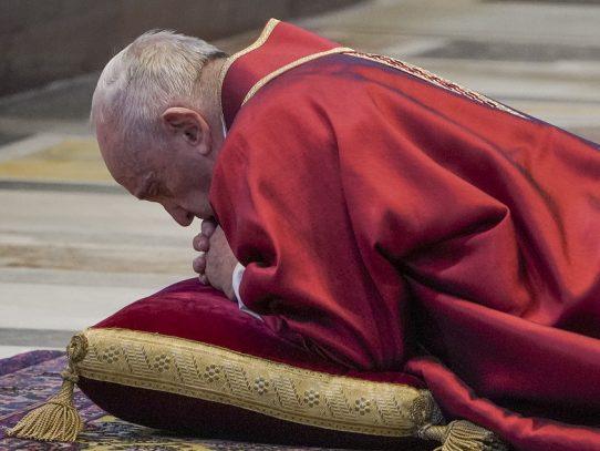 """Papa Francisco: sanitarios fallecidos son como soldados """"muertos en el frente"""""""