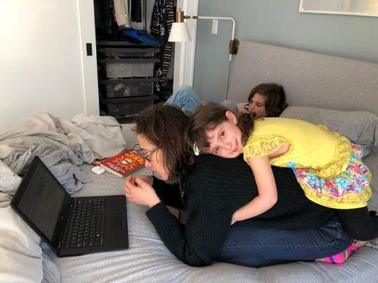 'Simplemente fue demasiado': Cómo el aprendizaje a distancia está llevando a los padres a un punto de quiebre