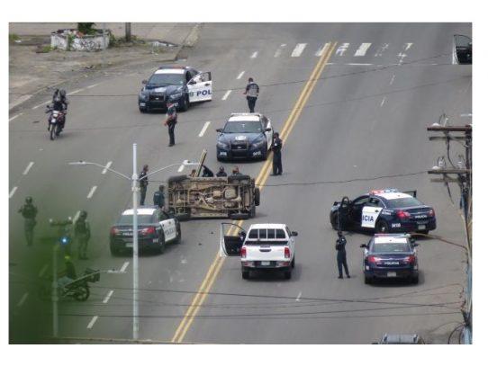 Conductor evadió un retén policial en Betania y terminó volcado Río Abajo