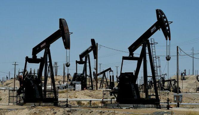 El petróleo baja por incertidumbres en la Opep y tensiones comerciales