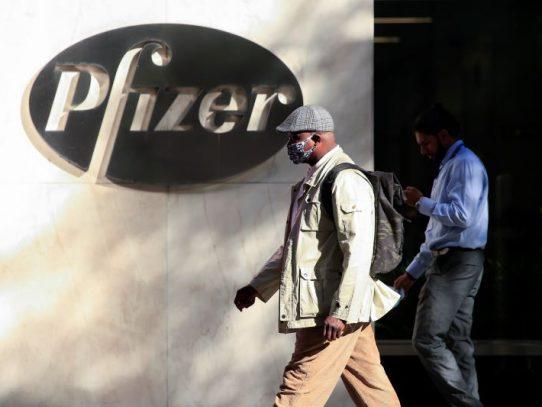 El Reino Unido defiende su rapidez en autorizar la vacuna de Pfizer/BioNTech