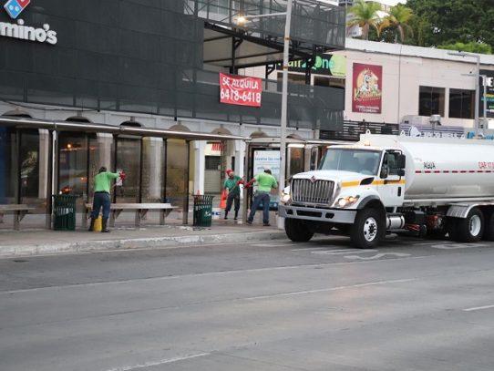 Alcaldía de Panamá realiza desinfección y limpieza de paradas de buses