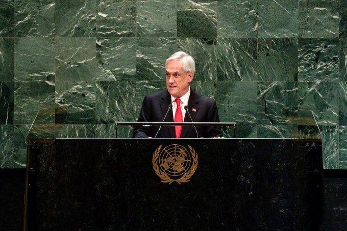 Piñera anuncia suspensión de alza en tarifa del metro de Santiago