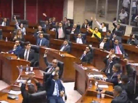 Zulay Rodríguez pide a diputados que apoyarán reforma migratoria que alcen sus manos