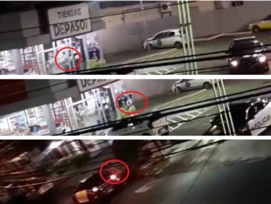 Policías acompañaban a un ciudadano a comprar comida en la Vía Brasil