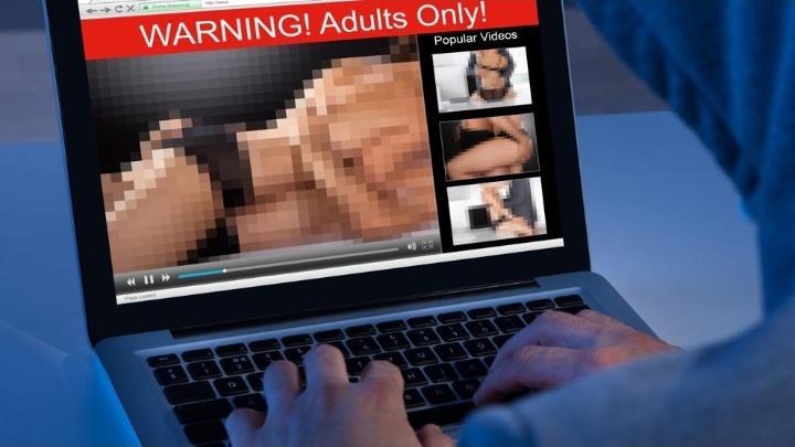 Un hombre sordo exige subtítulos a los grandes sitios de pornografía en EE.UU.