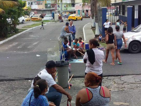 Moradores de La Porqueriza protestan en Avenida La Pulida