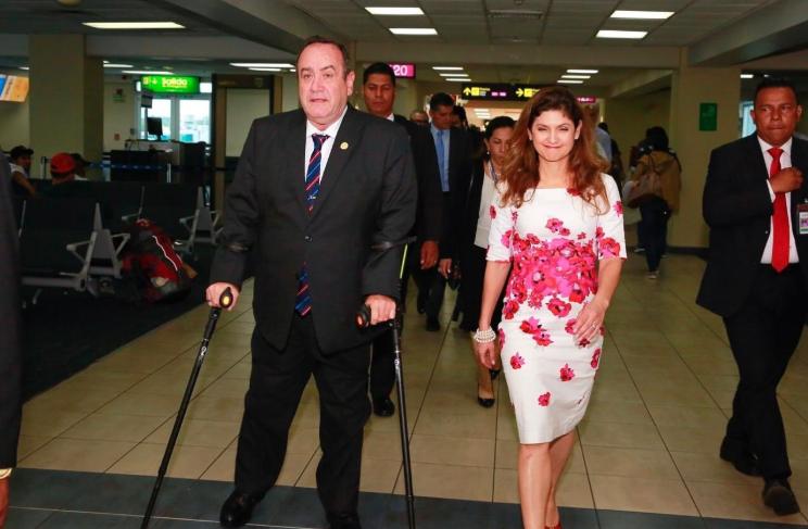 Giammattei llega a Panamá para pedir apoyo en iniciativa que modificaría al Parlacen
