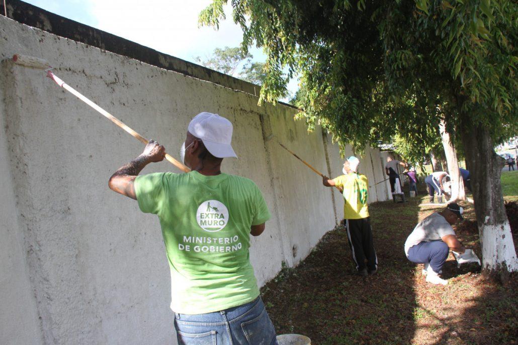 Personas privadas de libertad en jornada de limpieza y mantenimiento