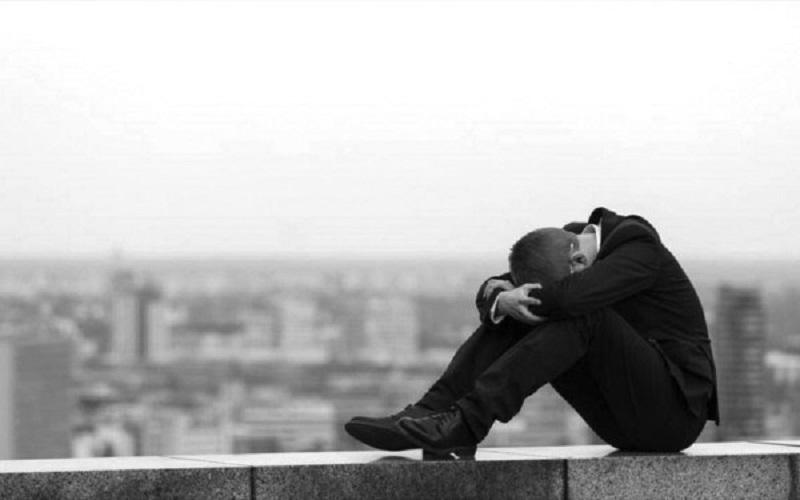 Unos 800.000 suicidios ocurren en el mundo por año, alerta la OMS