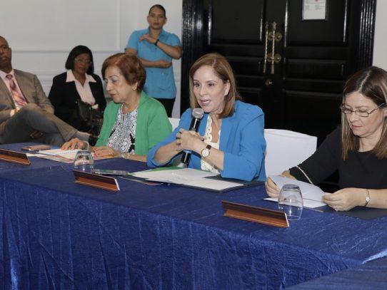 Ministra de Salud asegura compromiso con la lucha contra el VIH