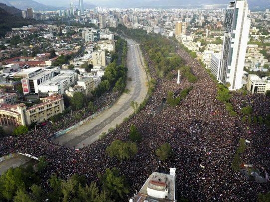 Casi un millón de manifestantes piden en Santiago de Chile cambios sociales