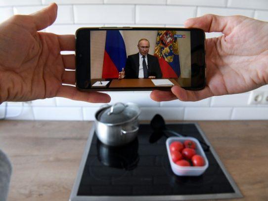 Putin aplaza su reforma constitucional y aconseja a los rusos quedarse en casa