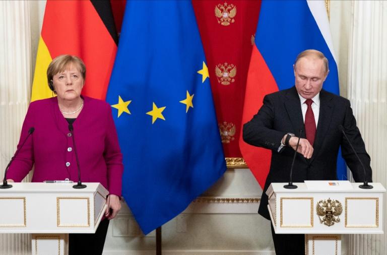 Merkel y Putin llaman a reducir la tensión en Libia y a una conferencia de paz