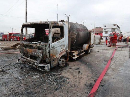 Aumentan a 22 los muertos por explosión de camión cisterna en Lima