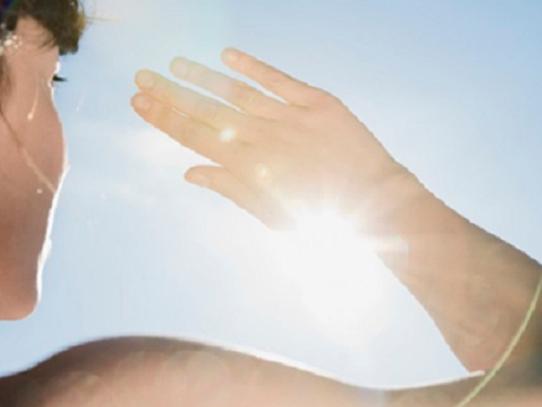 Los rayos solares podrían matar rápidamente el coronavirus, según estudio de EEUU