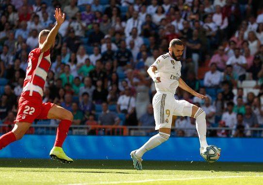 Un Real Madrid con dos caras asegura el liderato ante el Granada