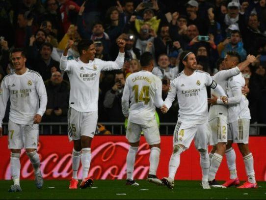 Vinicus y Mariano devuelven liderato al Real Madrid en el Clásico