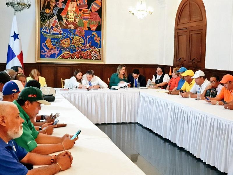"""""""No paremos de dialogar"""", pide Cortizo a grupos que marcharon hasta la Presidencia"""
