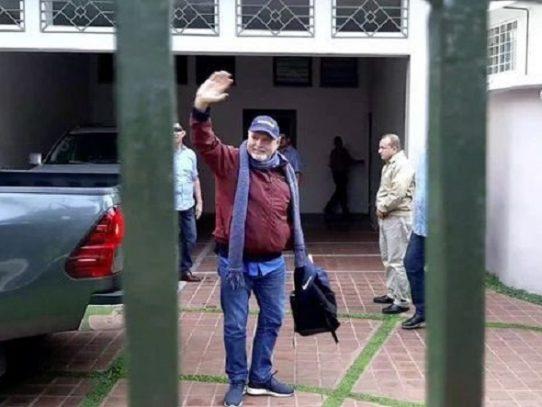 Ricardo Martinelli mantendrá arresto domiciliario y podrá tuitear