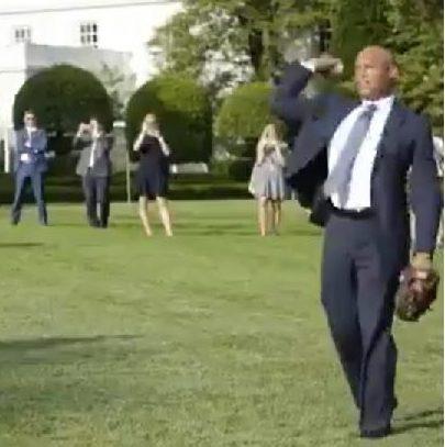 Mariano Rivera juega béisbol con Trump en los jardines de la Casa Blanca