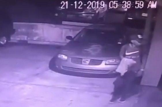 Residentes de Roca Park denuncian presencia de un intruso en estacionamientos