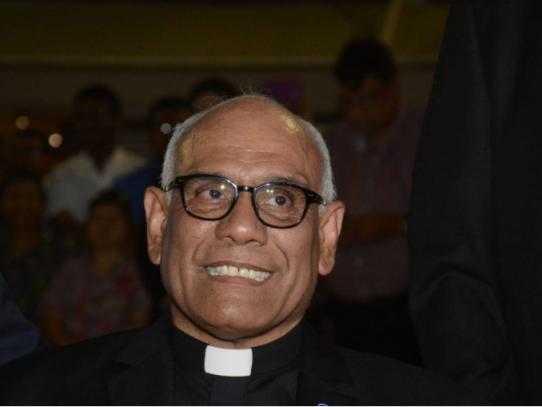 """Panameño Rómulo Aguilar es nombrado """"Capellán de Su Santidad"""""""