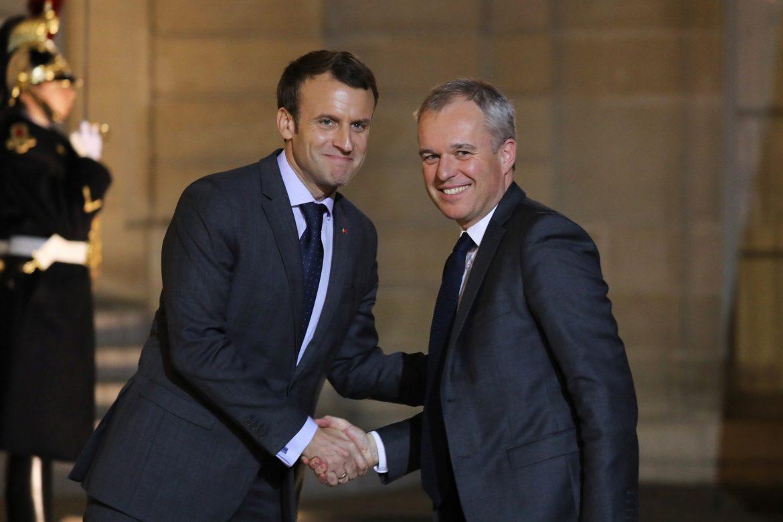 Cae el número dos del gobierno francés por escándalo de gastos fastuosos