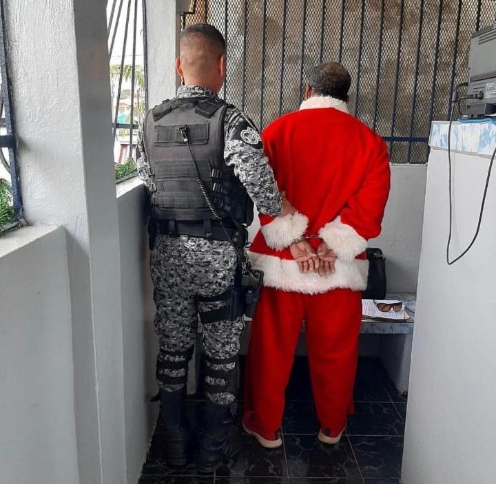 Hombre vestido de Santa Claus fue detenido por error en Colón