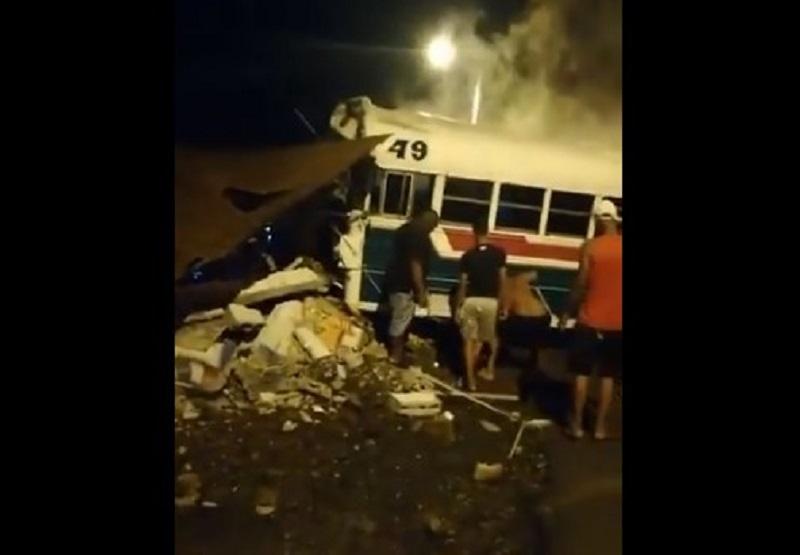 Buses impactan en la vía Transístmica, hubo heridos