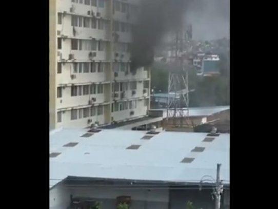 Varias personas rescatadas tras incendio en un edificio en Santa Elena