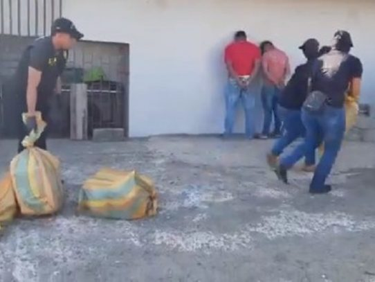 En plena cuarentena total transportaban 91 paquetes de presunta droga