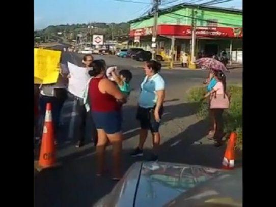 Manifestantes cierran la vía interamericana a la altura de La Pesa en La Chorrera
