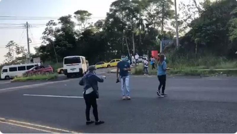 Residentes de Santa Rita Arriba cierran la Vía Transístmica