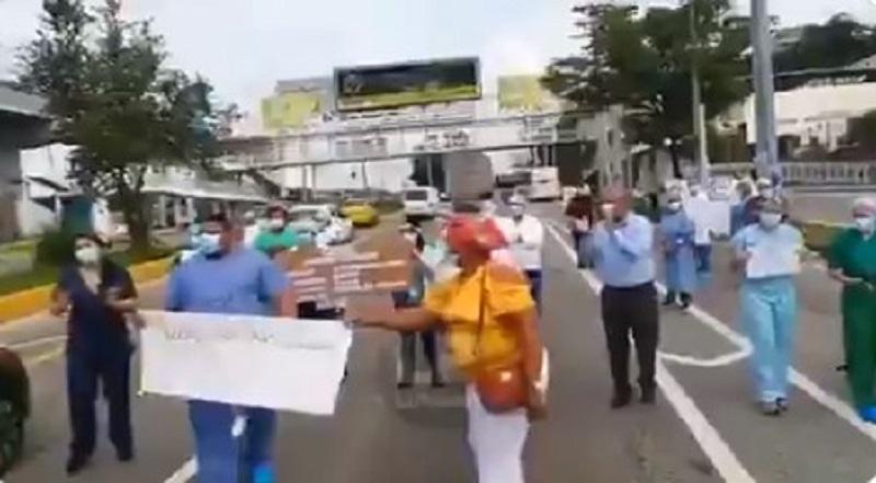 Personal sanitario del Hospital San Miguel Arcángel protesta por insumos