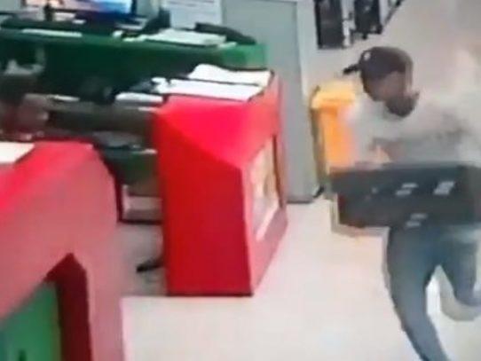 Delincuentes asaltan el Supermercado Xtra de Pan de Azúcar