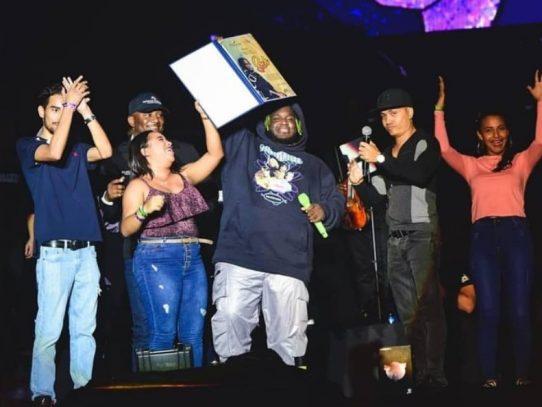 Sech recibe reconocimiento al mérito artístico y cultural