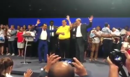 """""""¡Abre los cielos para él en estas elecciones!"""", pide un pastor para Sergio Gálvez"""
