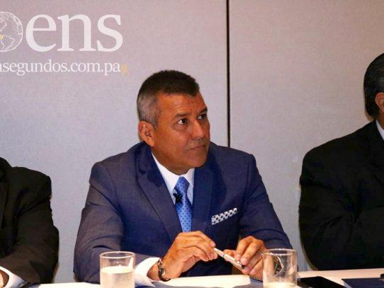 Sidney Sittón lanza libro académico sobre rol del testigo en el SPA