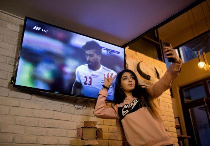 El sueño de una iraní fanática del futbol se hace realidad sin ella