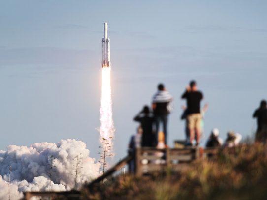 SpaceX quiere finalmente 42.000 satélites en su constelación artificial