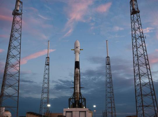SpaceX pospone el lanzamiento de sus primeros satélites de red de internet