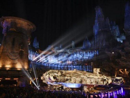 """""""Star Wars"""" abre parque temático en una galaxia nada lejana: Disneyland"""