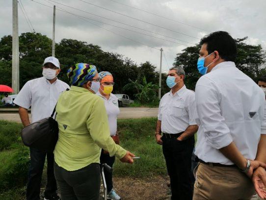 Ministro Sucre atiende demandas de afectados por Dietilenglicol en Herrera