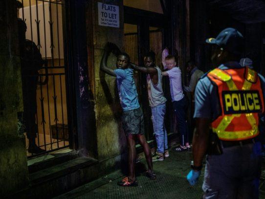 Sudáfrica registra sus dos primeros muertos por el coronavirus, que se propaga por África