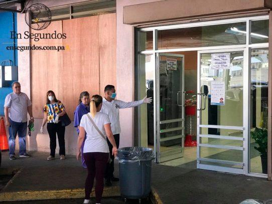Supermercados abrirán hasta las 4:00 p.m. ante extensión del toque de queda