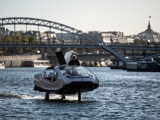 """París prueba taxis acuáticos """"voladores"""" en el río Sena"""